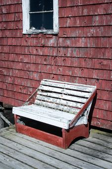 Free Rickety Wooden Bench Royalty Free Stock Photos - 35900758