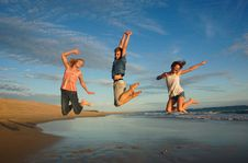Free High Spirited Teens Jumping Royalty Free Stock Images - 35906309