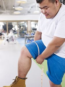 Free Overweight Man In Gym Royalty Free Stock Images - 35908969
