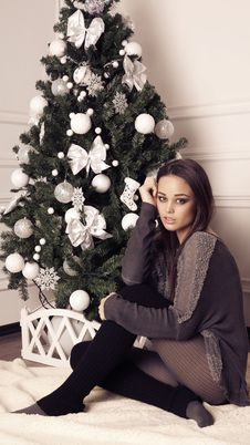 Free Beautiful Girl With Christmas Tree Stock Images - 35923844