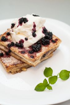 Free French Toast With Cream And Fruits Stock Photos - 35933483