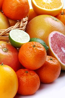 Free Mixed Citrus Fruit In Wicker Basket Stock Photo - 35954190