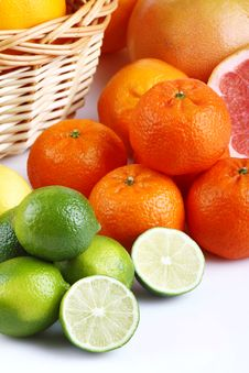 Free Mixed Citrus Fruit In Wicker Basket Stock Photos - 35954703