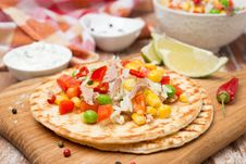 Free Colorful Vegetable Salad With Tuna And Cream Sauce On Tortillas Royalty Free Stock Photo - 35959905