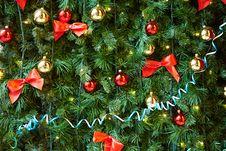 Free Christmas Balls On The Christmas Tree Stock Images - 35965254