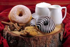 Free Donuts Zebra And Sugary Donuts Royalty Free Stock Photography - 35970407