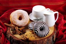 Free Donuts Zebra And Sugary Donuts Royalty Free Stock Image - 35970716