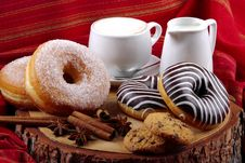 Free Donuts Zebra And Sugary Donuts Stock Image - 35970911
