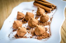 Free Chocolate Truffles Royalty Free Stock Image - 35999606