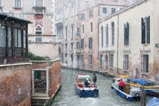Free Venetian Winter Workers Royalty Free Stock Photography - 362437