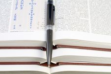 Free Pen On The Books Stock Photography - 3600812