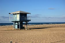 Free Abandoned Lifeguard Shack Stock Photography - 3601842