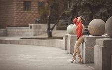 Free Pretty Woman Posing Over Big City Background Stock Photography - 36009202