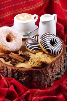 Free Donuts Zebra And Sugary Donuts Royalty Free Stock Photo - 36010925