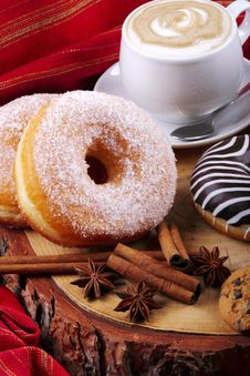 Free Donuts Zebra And Sugary Donuts Royalty Free Stock Photography - 36011067