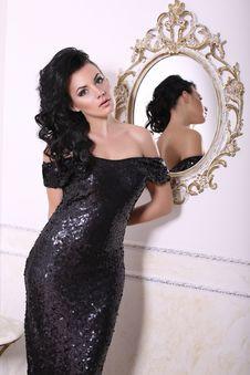 Free Beautiful Girl In Black Dress Royalty Free Stock Photo - 36014605
