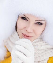 Free Winter Portrait Of Beautiful Smiling Woman With Snowflakes In White Furs Stock Image - 36021681