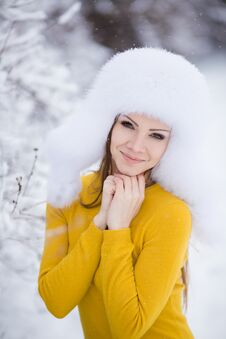Free Winter Portrait Of Beautiful Smiling Woman With Snowflakes In White Furs Stock Photo - 36021690