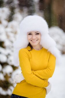 Free Winter Portrait Of Beautiful Smiling Woman With Snowflakes In White Furs Stock Photos - 36021703