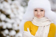 Free Winter Portrait Of Beautiful Smiling Woman With Snowflakes In White Furs Royalty Free Stock Photography - 36021717