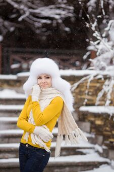 Free Winter Portrait Of Beautiful Smiling Woman With Snowflakes In White Furs Royalty Free Stock Photos - 36021728