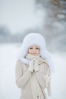 Free Winter Portrait Of Beautiful Smiling Woman With Snowflakes In White Furs Royalty Free Stock Photo - 36021795