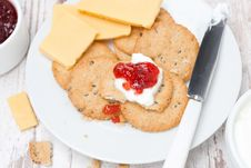 Free Crackers With Cream Cheese And Berry Jam For Breakfast, Close-up Royalty Free Stock Photo - 36027175