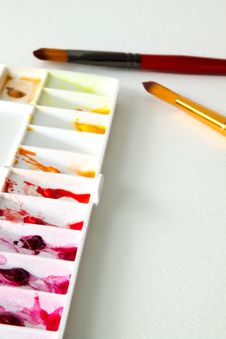 Free Paintbrush And Palette Royalty Free Stock Images - 36030539