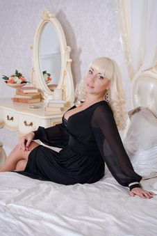 Free Blonde Woman In A Luxury Bedroom Royalty Free Stock Photo - 36035655