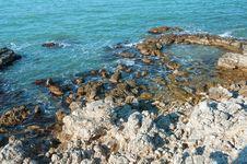 Free Rocky Coast Of The Black Sea Royalty Free Stock Photography - 36044587