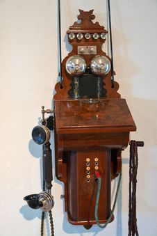 Free Antique Wooden Telephone Royalty Free Stock Images - 36058979