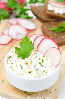 Free Soft Cottage Cheese With Radish And Chives Stock Photography - 36082822