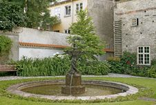 Free Courtyard With A Fountain Royalty Free Stock Images - 36119479
