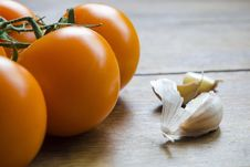 Free Tomatoes And Garlic Royalty Free Stock Photography - 36130527