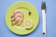 Free Shrimps Portion On Blue Stock Photography - 36130632