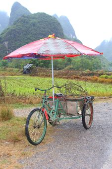 Free Alternative Transport By Retro Carrier Cycle Taxi With Parasol, Yangshuo, China Royalty Free Stock Photography - 36135877