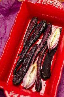 Free Baked Purple Carrots Stock Photography - 36146532