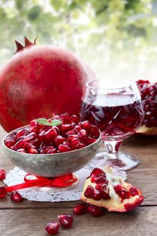 Free Pomegranate Slice, Grain And Juice Stock Photos - 36162833