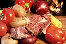Free Fresh Steak And Vegetables At The Open Fireplace Stock Photo - 36169770
