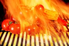 Free Grilled Rib Steak And Vegetables In The Flames Of  BBQ Royalty Free Stock Photo - 36170215