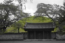 Free South Korean Temple Gate Royalty Free Stock Photos - 36171458