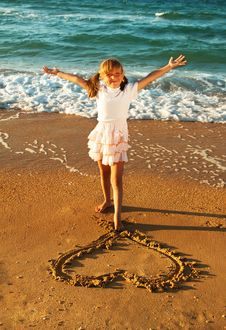 Free Girl At The Beach Drawing Heart On A Sand Royalty Free Stock Image - 36171856