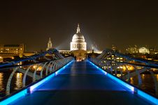 Free Millennium Bridge & St. Paul S At Night Royalty Free Stock Photography - 36177077