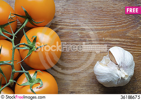 Free Tomatoes And Garlic Royalty Free Stock Photo - 36188675