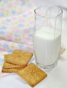 Free Milk And Cookies Stock Photo - 36191930