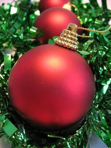 Free Red Christmas Ball Royalty Free Stock Photography - 3622077