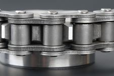 Free Metal Link Chain And Cogwheel Royalty Free Stock Image - 3625836