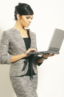 Free Brunet Business Woman With Laptop Royalty Free Stock Photography - 3628827