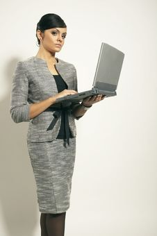 Free Brunet Business Woman With Laptop Stock Photography - 3628852