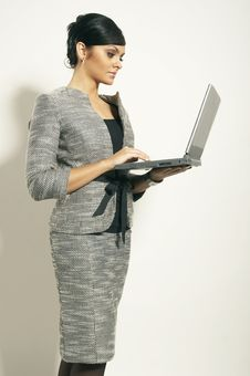 Free Brunet Business Woman With Laptop Stock Images - 3628854